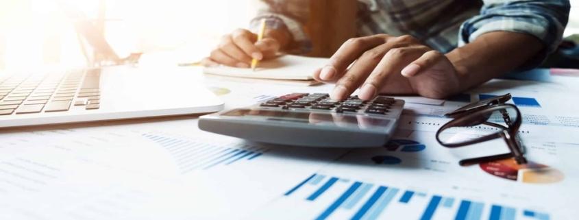 Si vous prévoyez d'acheter un bien immobilier au sein d'une copropriété, voici les principaux points à retenir sur les charges à payer.