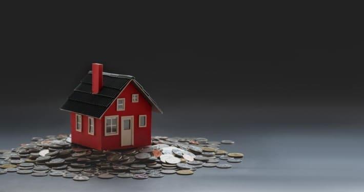 Les banques se montrent frileuses, sans doute à cause de la crise économique ambiante, lorsqu'on en vient aux demandes de prêt immobilier.