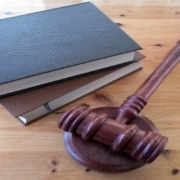 Il existe une procédure à respecter par le propriétaire qui souhaite donner congé à son locataire, s'il souhaite vendre son bien immobilier.