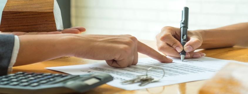 On signe la promesse de vente quelques mois avant l'acte de vente définitif chez le notaire, il s'agit donc d'un avant-contrat.