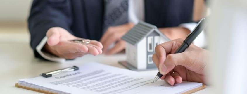 Le crédit ou prêt relais s'adresse aux propriétaires désireux d'acheter un nouveau bien immobilier avant même d'avoir vendu celui qu'ils possèdent